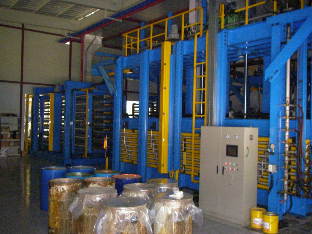 Discontinuous PU, PIR sandwich panel line
