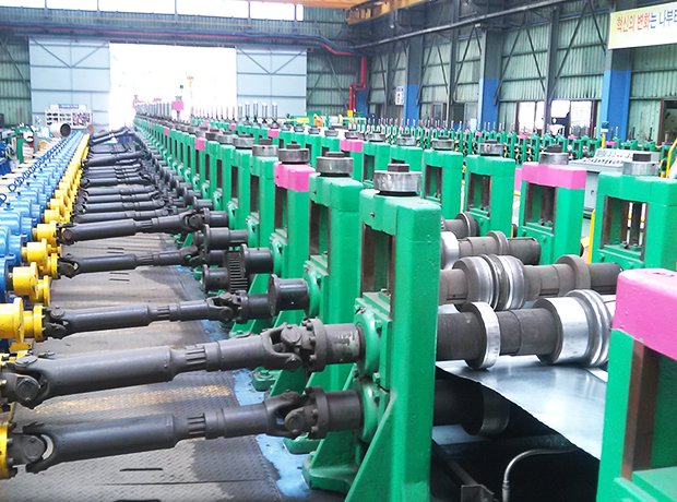 Deck plate roll forming machine